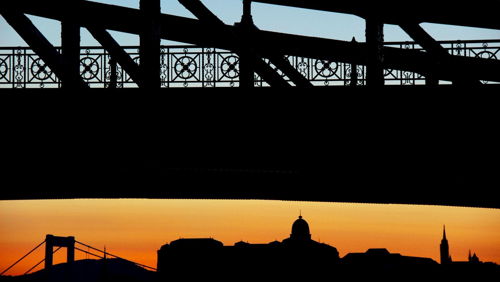 Budai naplemente kéken és vörösen