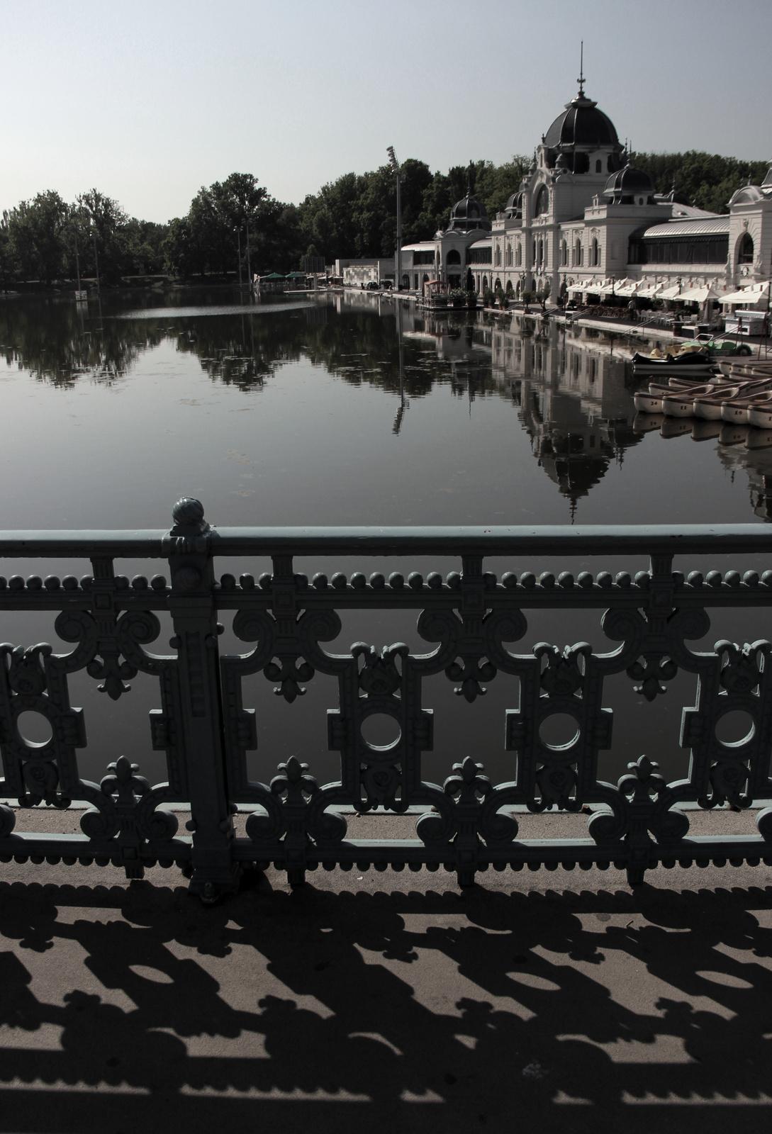 Ellenfényes-tükrös Városliget