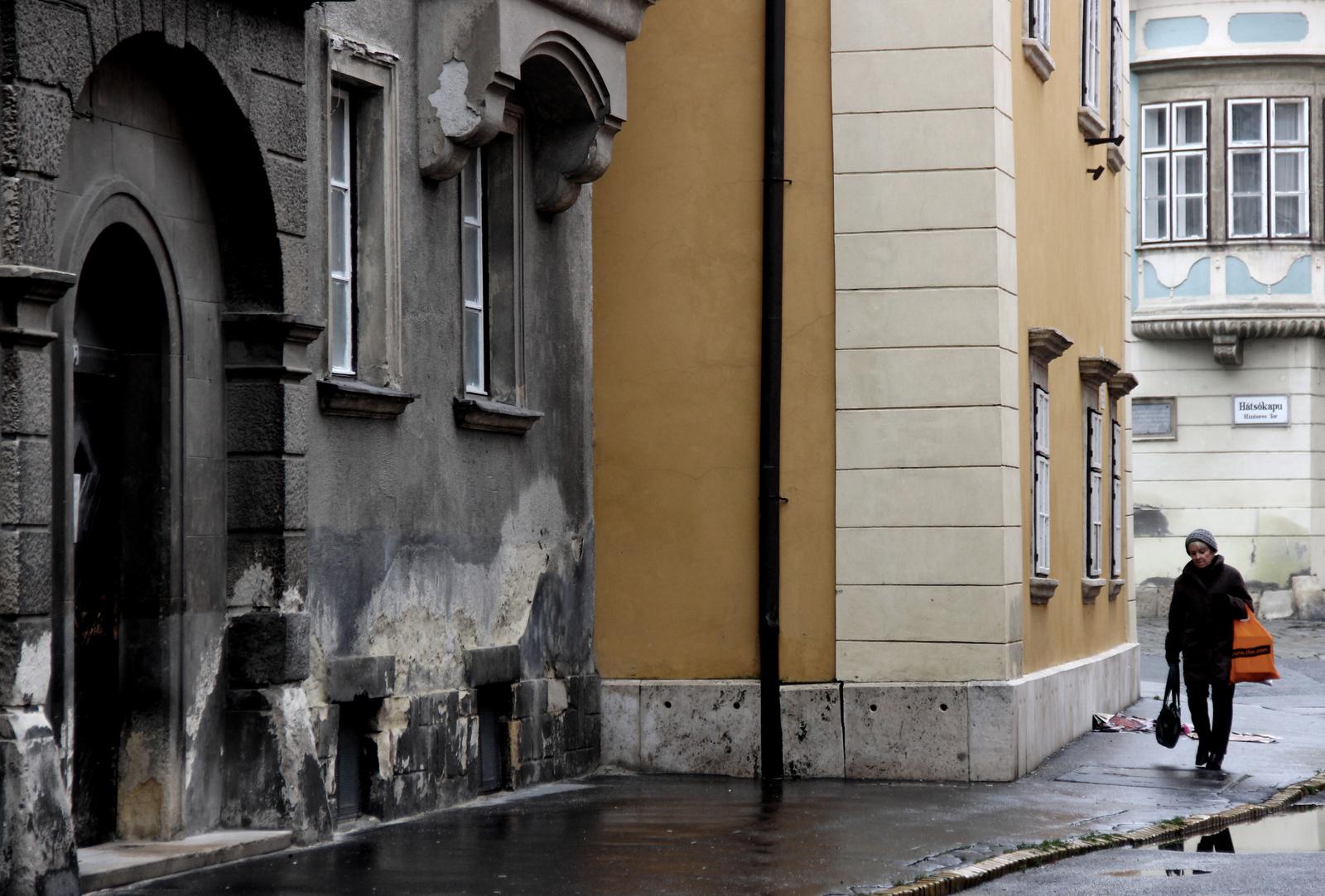 Soproni utcán
