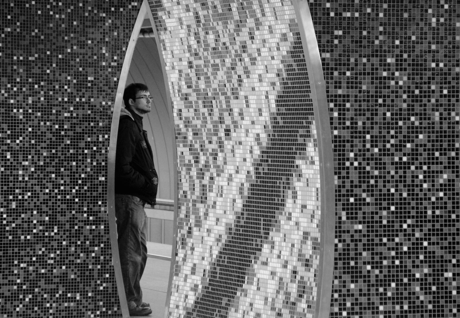 """""""Lencseszerkezet""""-falak a Gellért téri metrónál"""